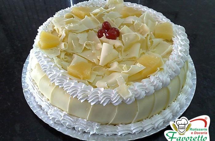 Abacaxi ao doce de leite branco