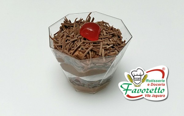 Pavarotti floresta: chocolate e cerejas