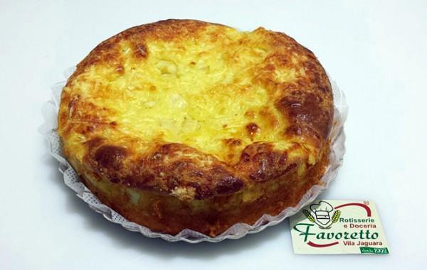 Torta de Frango com palmito, mussarela e catupiry