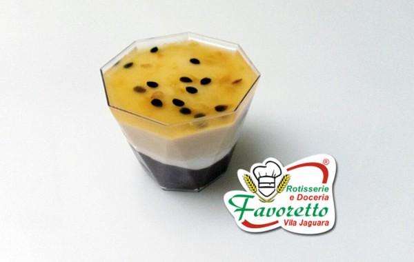 Pavarotti de chocolate com creme de maracujá